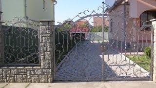 Кованые распашные ворота. Ворота для дома(http://goo.gl/KeSSjv Кованые распашные ворота – это своеобразна визитная карточка дома, его лицо и имидж. Поэтому..., 2014-09-27T16:08:24.000Z)