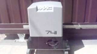 Автоматические откатные ворота, автоматика для ворот FAAC 741 монтаж в Херсоне.(Откатные автоматические ворота в Херсоне, проем 2900мм, высота 2200мм, монтаж 19. 06. 2015 года. Фундамент откатных..., 2015-06-20T19:40:22.000Z)