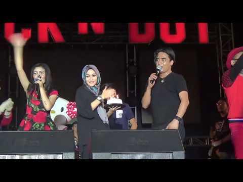 Charly Setia Band Civm Istri Saat Konser, Rayakan Ultah di Panggung