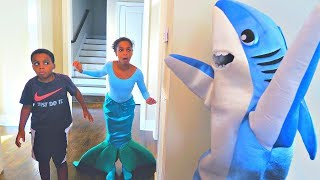 Bad Baby Shark ATTACKS Mermaid - Shiloh and Shasha - Onyx Kids