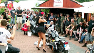 Repeat youtube video Harley Meeting Edersee 2012 - zwei Hot Girls beim Bikewash