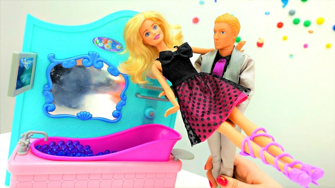 Кен встречает Барби с работы. Мультики и видео про Barbie ...