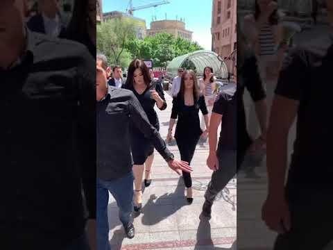 Гоар Аветисян в Армении фан встреча на площади
