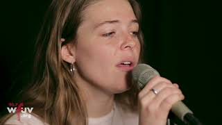 """Maggie Rogers - """"Fallingwater"""" (Live at WFUV)"""