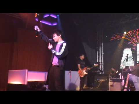 Sponge Cola Live in Singapore 2009 - Kiss The Rain/Crazy For You