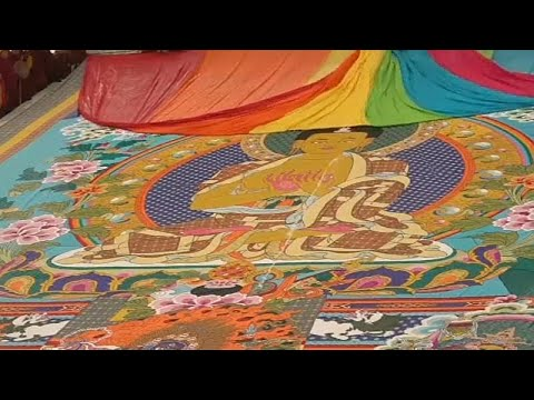 شاهد: طقوس بوذية مقدسة يحضرها مئات الرهبان الصينين في التيبت…