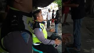 Gambar cover VIRAL POLISI KEREN !! MEMORI BERKASIH feat PENGAMEN JALAN - 100% keren