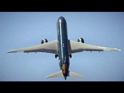 Boeing 787-9 Dreamliner despegando en vertical como un avión de combate.