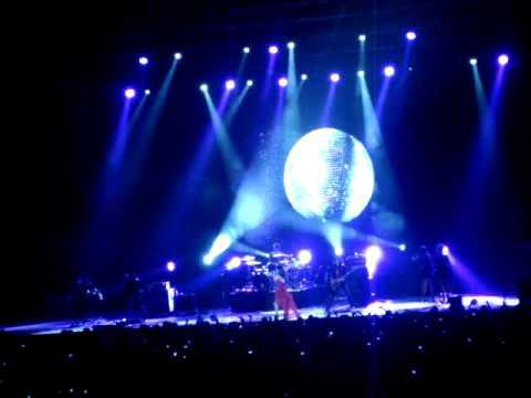 """Selena Gomez live in Chile """"Naturally"""""""