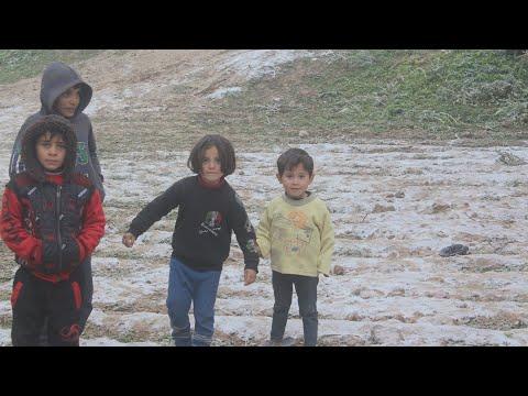 نازح سوري يروي لأخبار الآن كيف فقد منزله بعد قصف النظام لبلدته