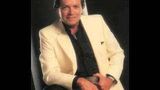 Watch Mickey Gilley Here Comes The Hurt Again video