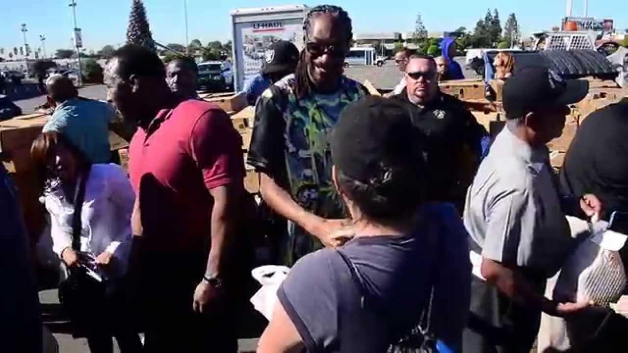 Snoop Dogg Turkeys: Artist Helps Deliver 1500 Birds In Inglewood
