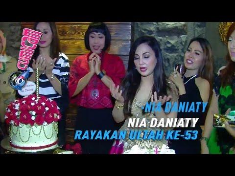 Nia Daniaty Merayakan Ulang Tahun Ke-53 -...