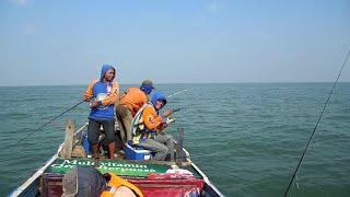 Mancing Di Rumpon Laut Kadutan - Muara Badak - Strike Ikan Kakap Tompel  | John Snapper Fish