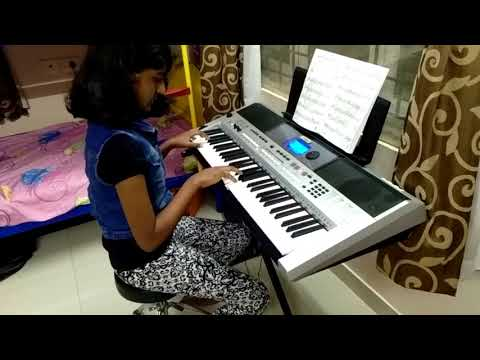 Smrithi playing unakkenna venum sollu song with bgm