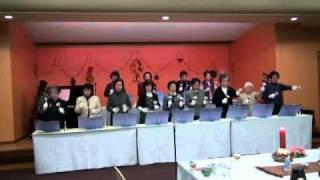 22年度クリスマス会にて、ベルの奏でる澄んだ音色の『オーヴァーザレ...