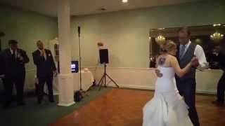 Groom sings father daughter dance to  Dustin Lynch