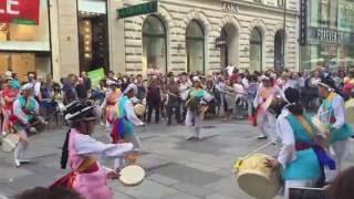Nice Drummer Streetartists in Vienna * Straßenkünstler am Wiener Stephansplatz