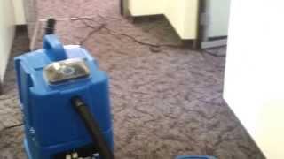 Чистка ковролина в офисе(На данном видео демонстрируется как происходит химчистка ковролина в офисе. Используется шампунирование..., 2013-04-16T09:27:28.000Z)