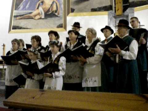 """Zespół """"Bursztynki z Mieroszyna wykonuje pastorałkę kaszubską"""