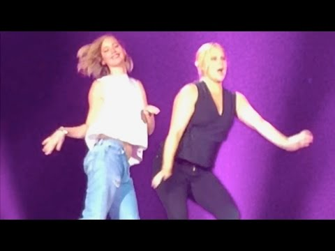 Amy Schumer & Jennifer Lawrence DANCE ON STAGE At Billy Joel Concert | What's Trending Now