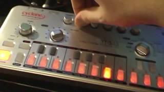 Cyclone Analogic Bass-Bot TT-303 V2 + MXR Distortion+ Short Live performance!