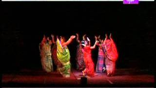Bou Dhamail.mp4 ( BENGALI FOLK DANCE.  ( GRACEFUL DANCE DIFFERING FROM OTHER FOLK DANCE )