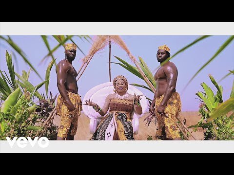 Oumou Sangaré - Fadjamou (Official Video)