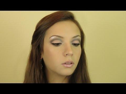 Персиково-серый макияж из рекламы Max Factor