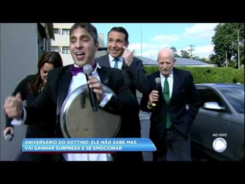 Reinaldo Gottino ganha surpresa emocionante de aniversário