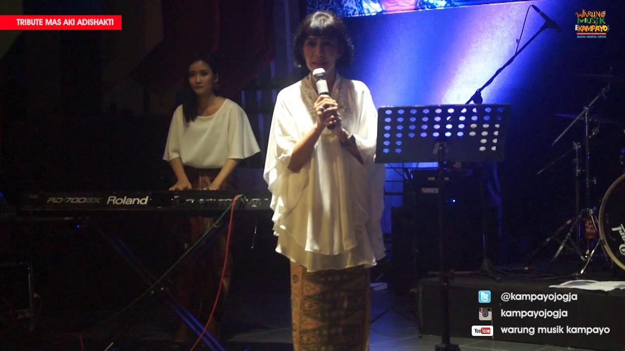 tika-bisono-melati-suci-live-performance-kampayojogja-ft-koala-band-foodcourt-cafe-kampayo-xt
