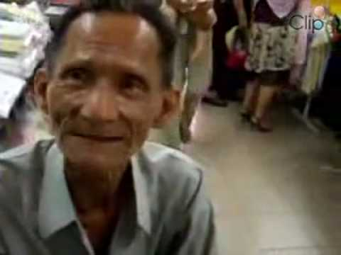 Vietnamese old man speak awesome English