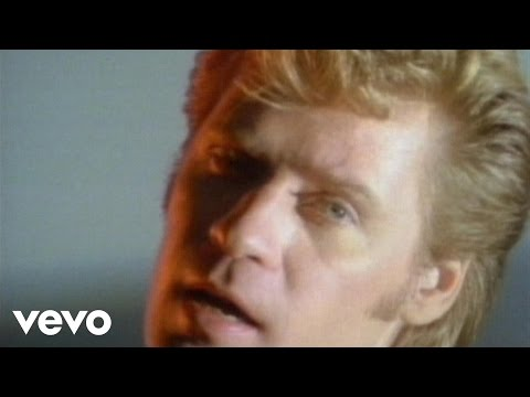 Daryl Hall & John Oates - Maneater (Official Music Video)