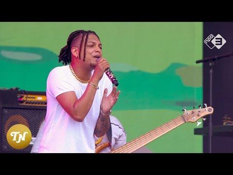>Ronnie Flex & Deuxperience – Blijf Bij Mij (Live @ Pinkpop 2018)
