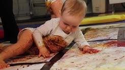 Vauvojen värikylpy / The Experiential Colour Workshop for Babies