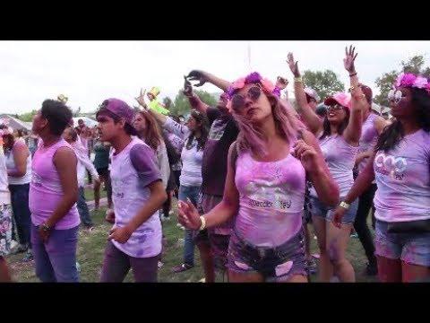 DJS, BIKINIS Y POLVOS DE COLORES EN AQUA...