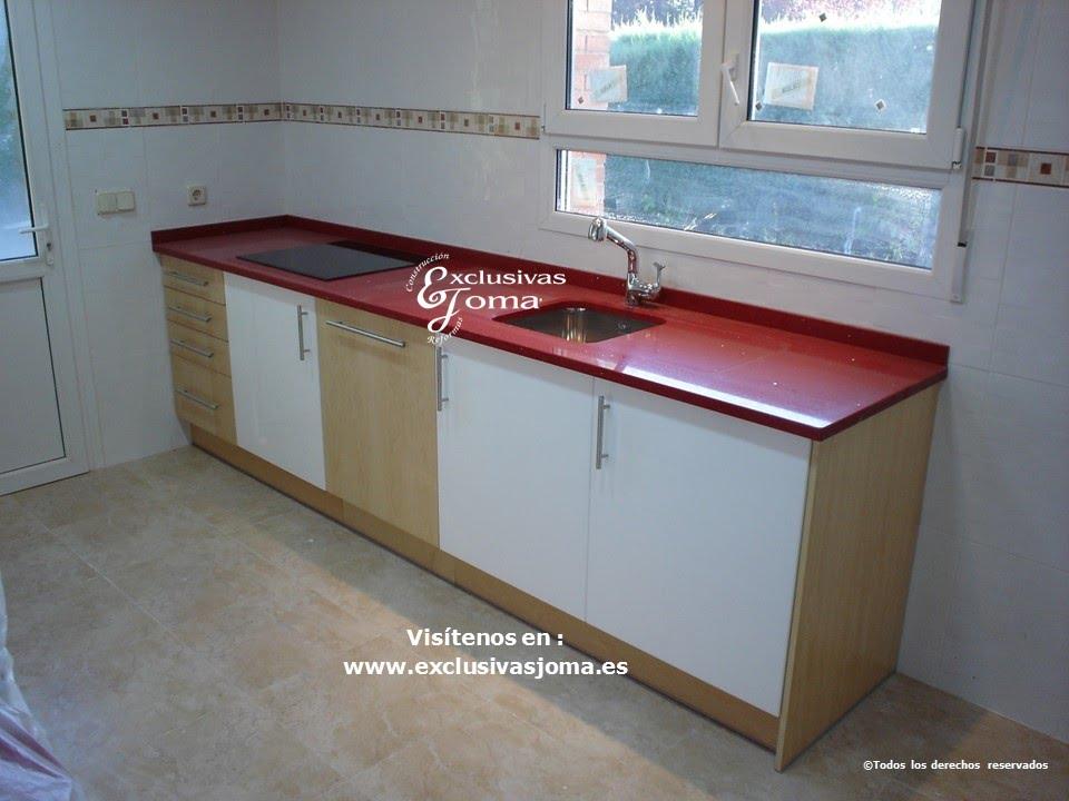 Muebles de cocina lacados en blanco y banizados en madera for Encimeras de madera para cocinas
