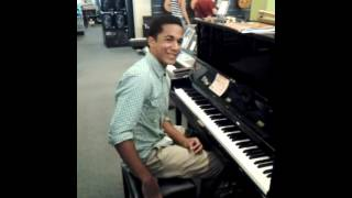 Crazy piano player (Mike Williams)