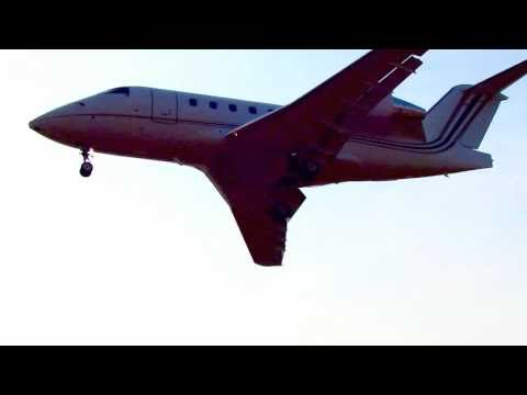 Bombardier Challenger CL-600 Landing Kansas City Downtown Airport