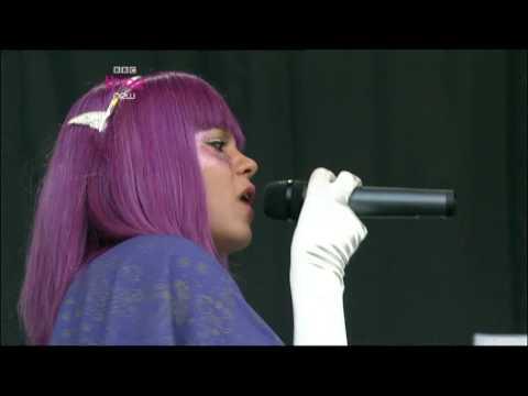 "Lily Allen, ""Oh my God"" y ""Everything's just wonderful"", Glastonbury 2009"