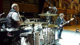 Squeeze Soundcheck - Simon Hanson and John Bentley of Squeeze - I Want Your Love by Chic