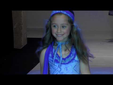 Desfile Infantil De Oh Soleil En La Semana De La Moda Baño