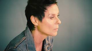 """Lisa Stansfield """"Deeper"""" Track-by-Track: """"Hole In My Heart"""""""