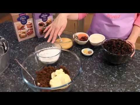 How To Bake The Perfect Gluten-free Christmas Cake - Video