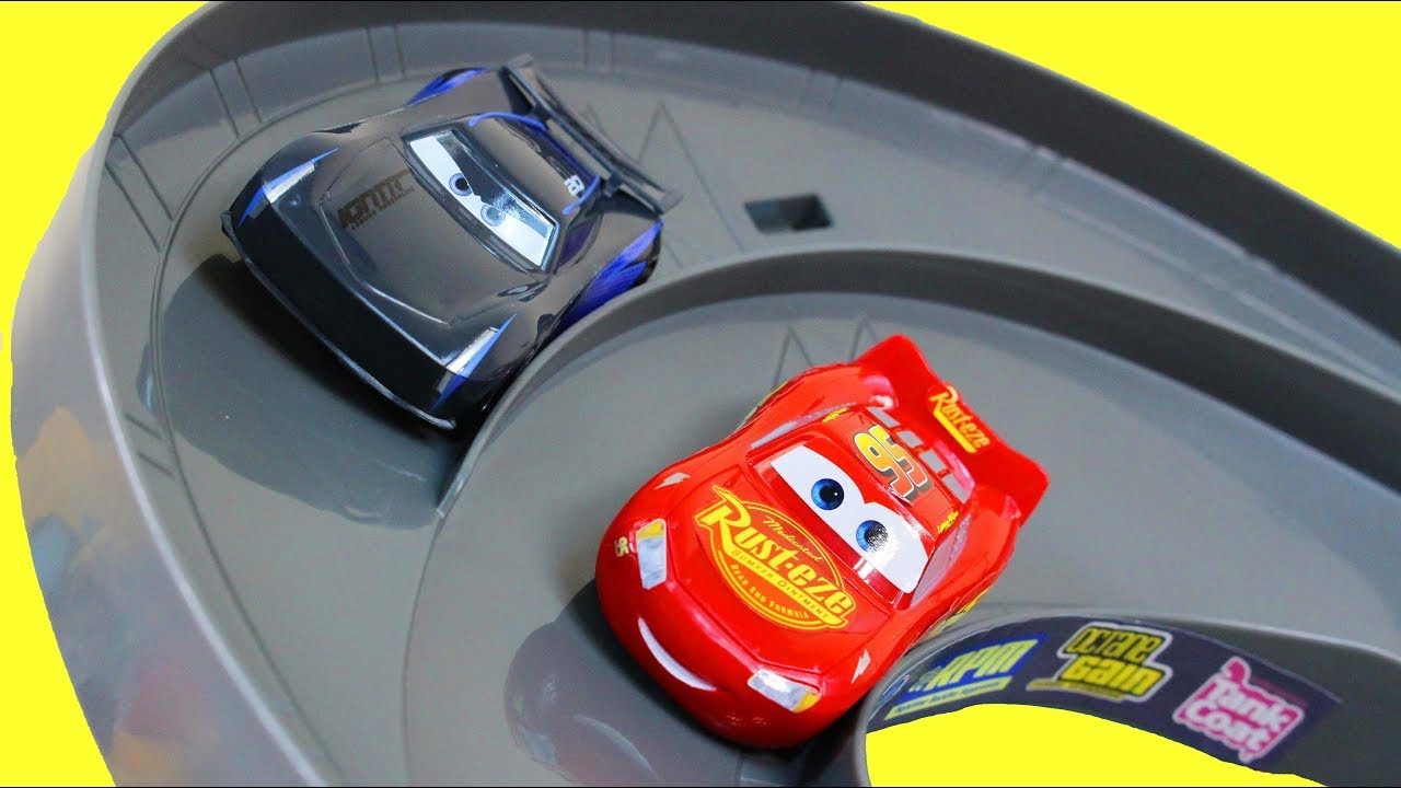 Disney Cars 3 Launch & Race Desert Track Set Lightning McQueen Vs Jackson  Storm + Mack Transporter