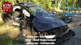 Зіштовхнулися два автомобілі #BMW: позашляховик (#KA0707KA) та седан (#BC9876HE).