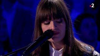 Clara Luciani interprète en live