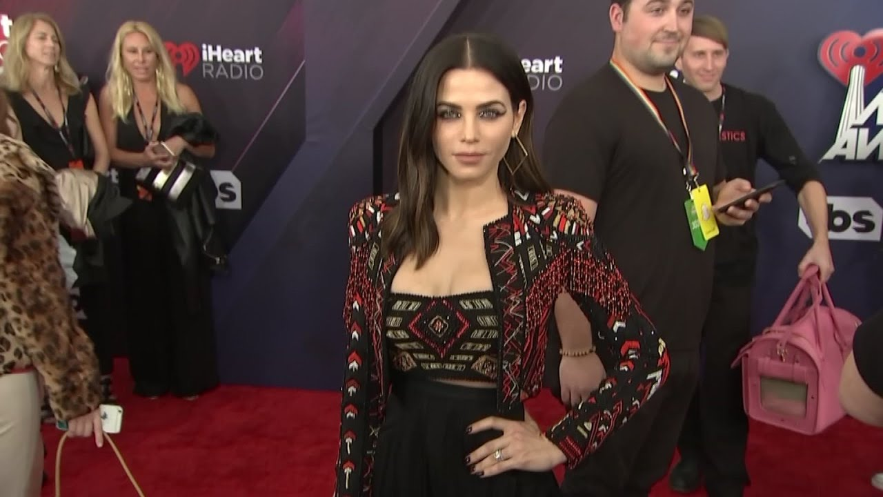Stars sparkle at iHeartRadio Music Awards