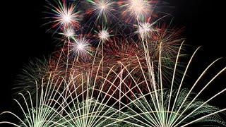 花火大会での演出でよく使われる、下から伸びる線のような花火。これを...