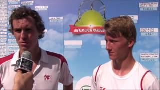 Jan Hernych a Zdeněk Kolář po finále deblu na turnaji Futures v Pardubicích